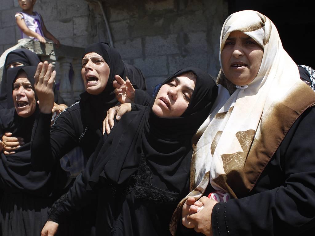 Women-moan-death-of-family-in-gaza