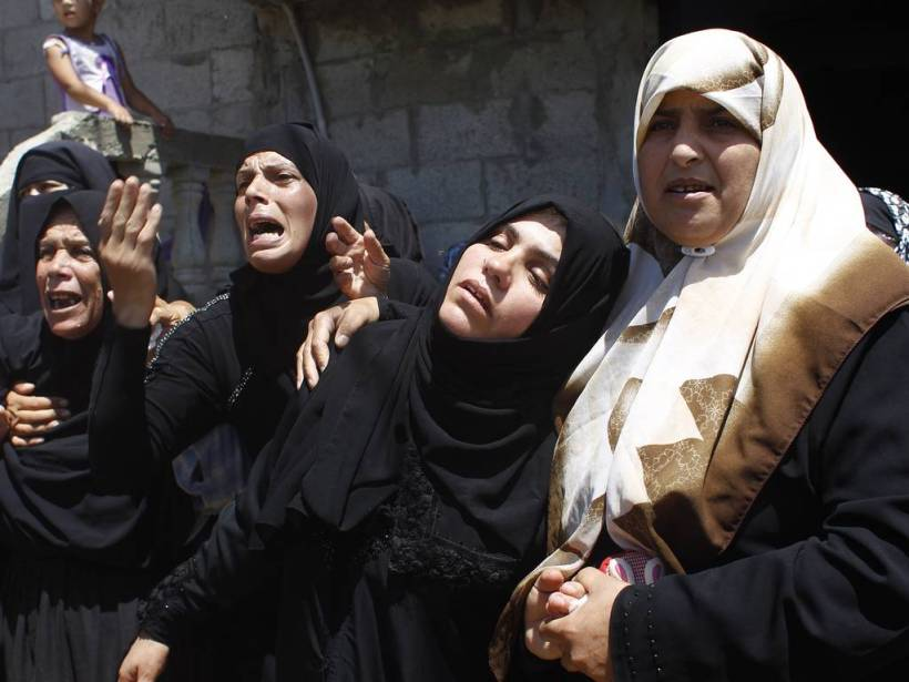 Women-moan-death-of-family-in-gaza